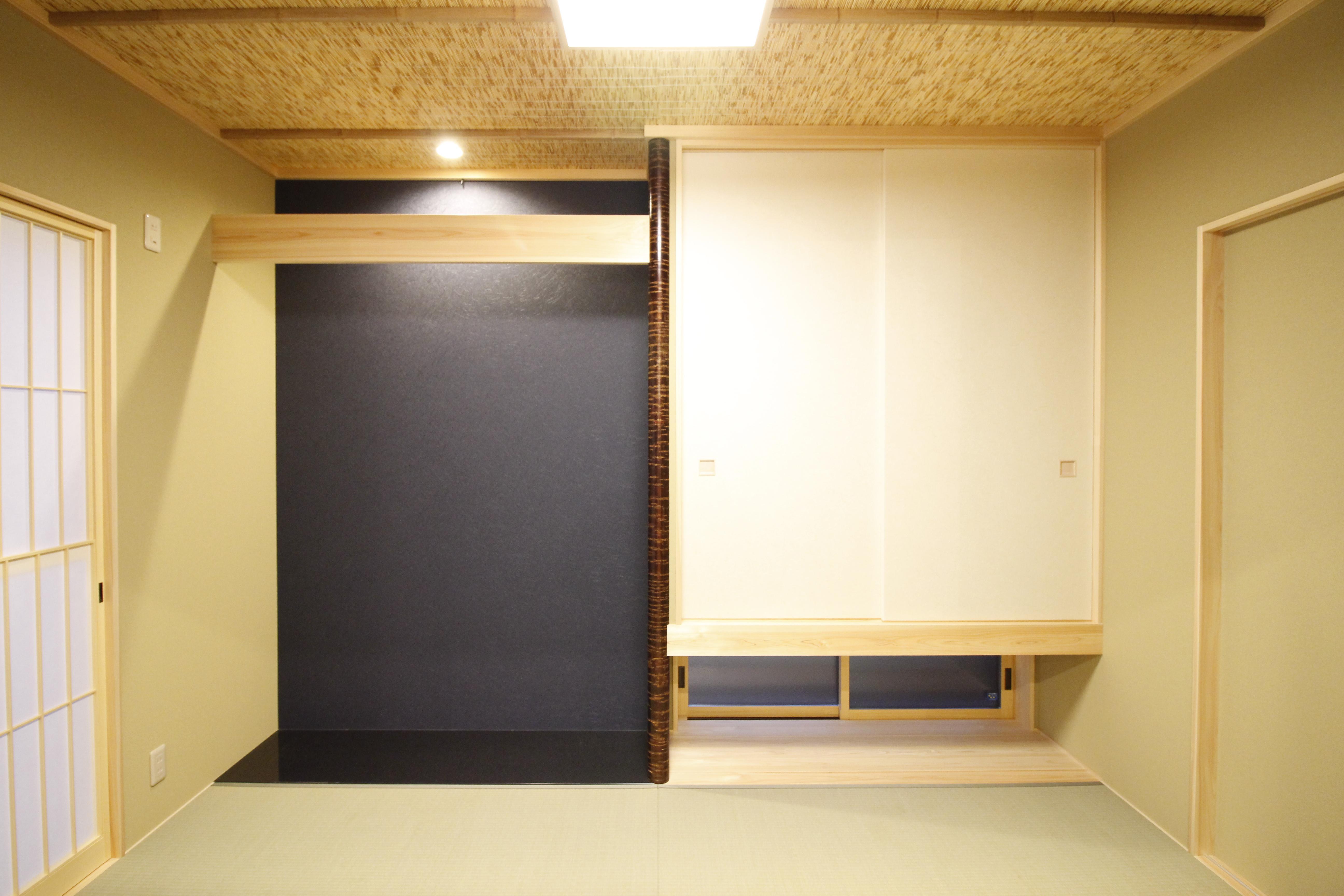 リビングに隣接する和室 床柱が空間を引き締めます
