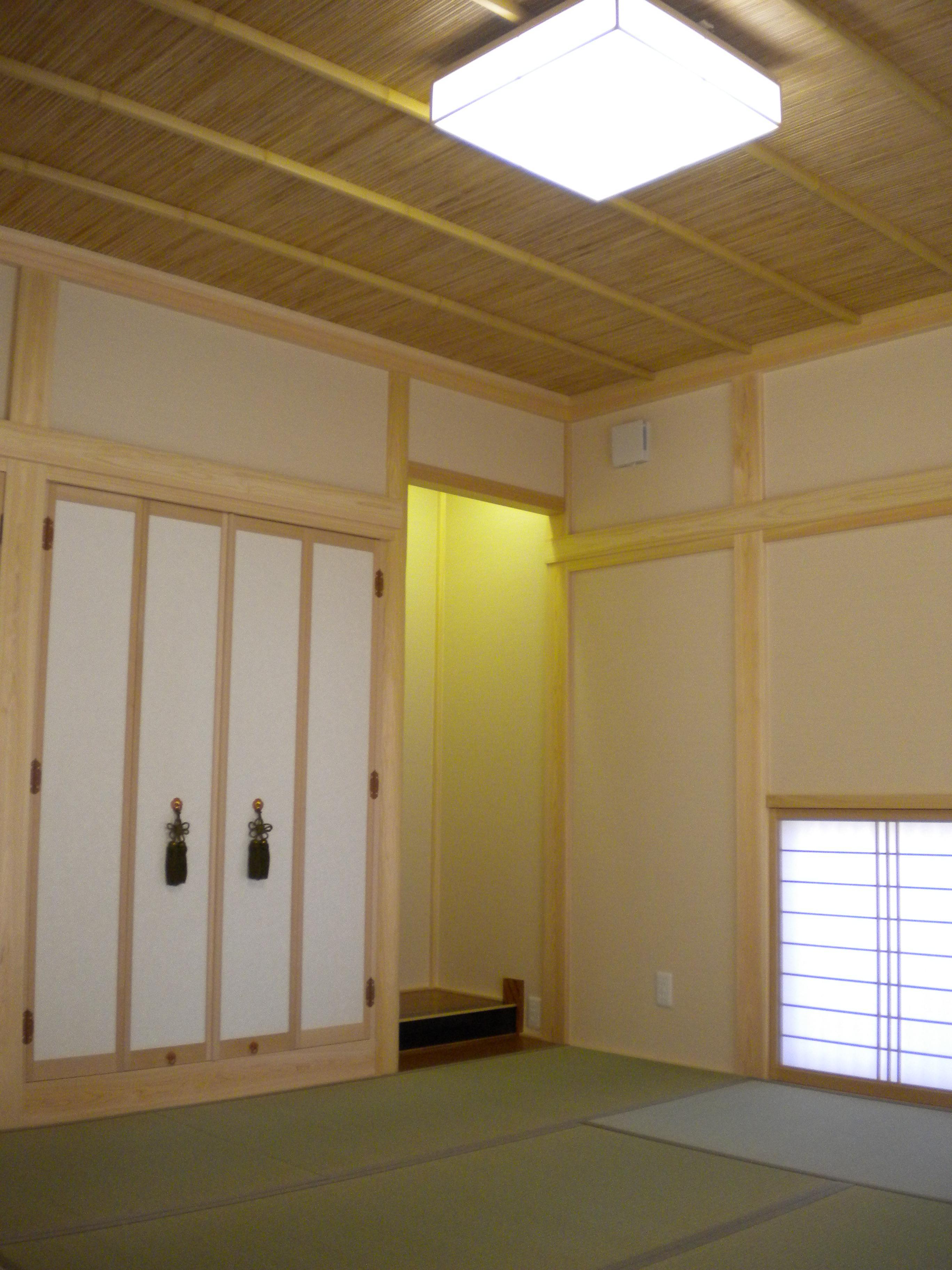 全て桧材で統一され長押も掛った本格的和室
