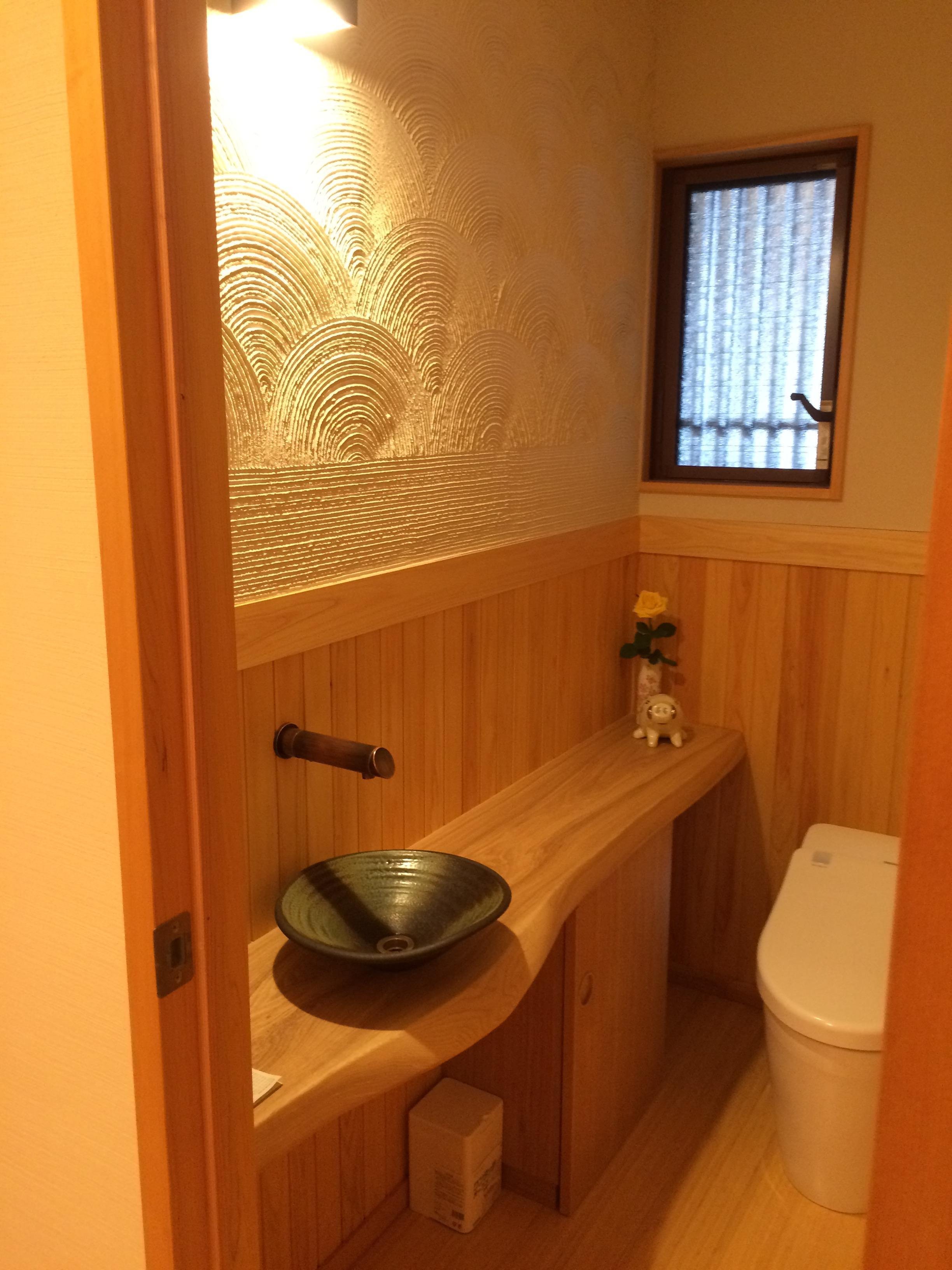 能登の珪藻土を施した気品あるトイレ